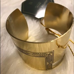 Jewelry - 🧡🧡🧡NEW Gold Cuff 💜💜